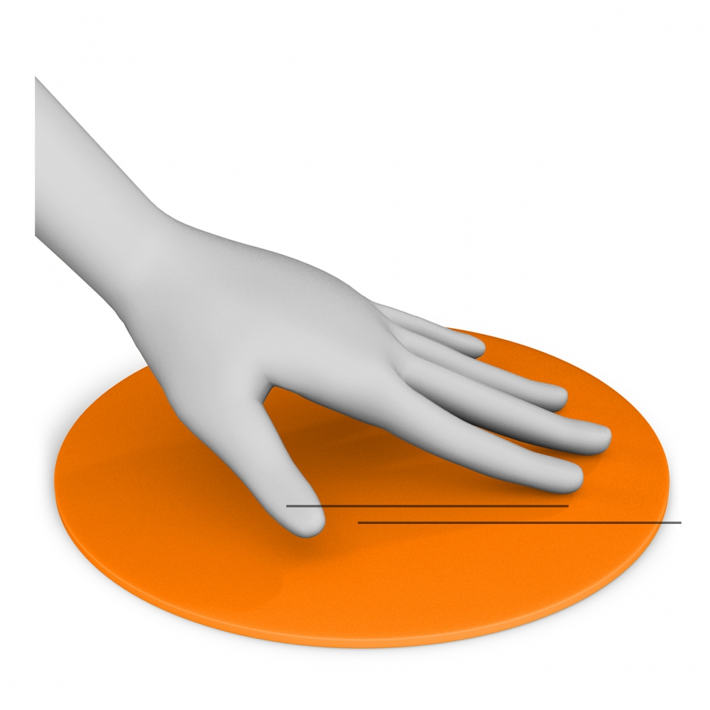 Una mano acaricia una superficie