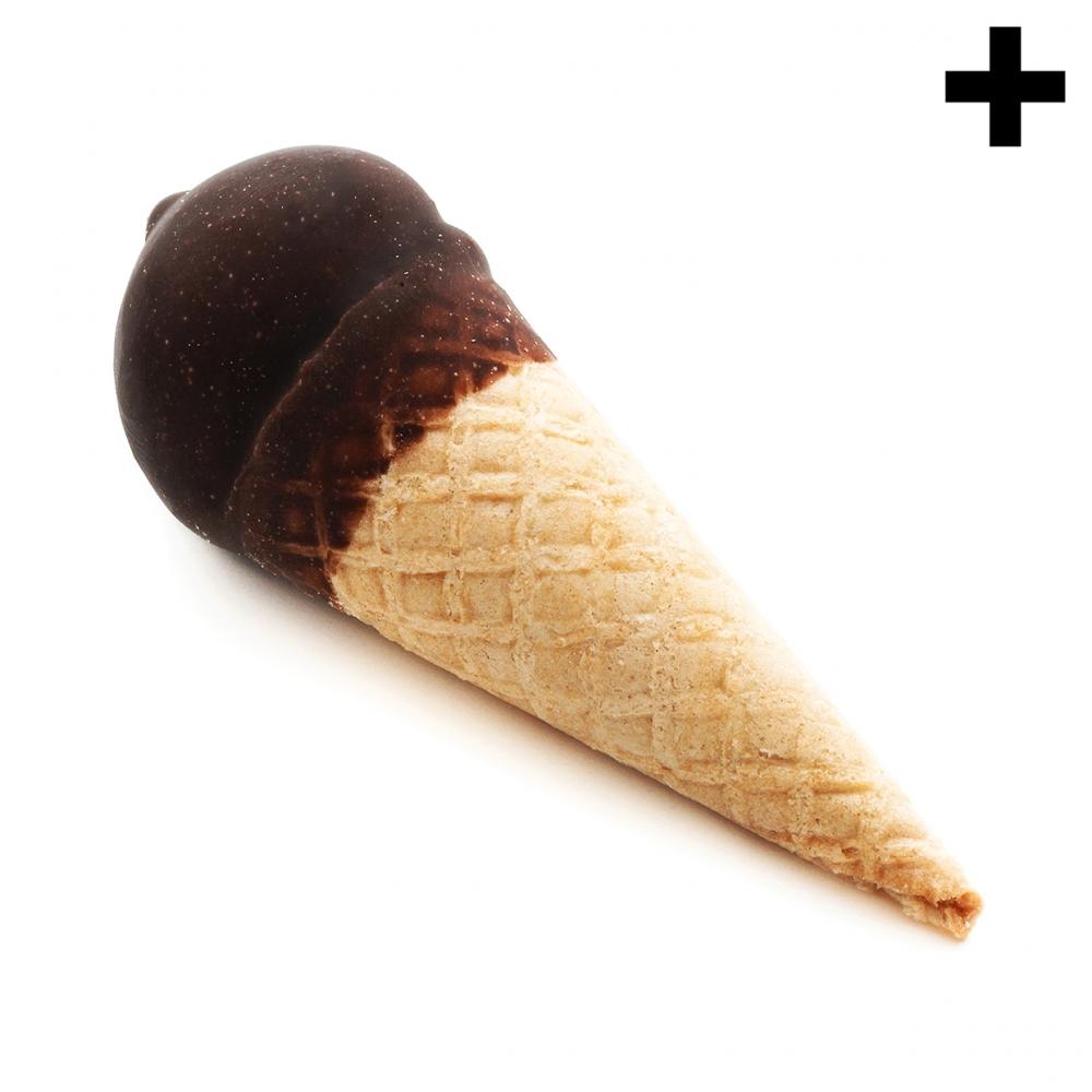 Imagen en la que se ve un cucurucho de chocolate tumbado