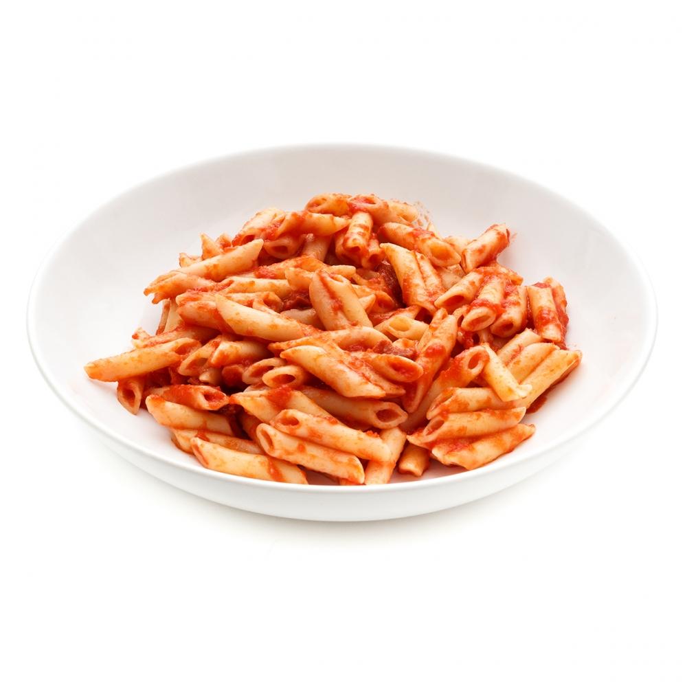 Imagen en la que se ve un plato de macarrones con tomate