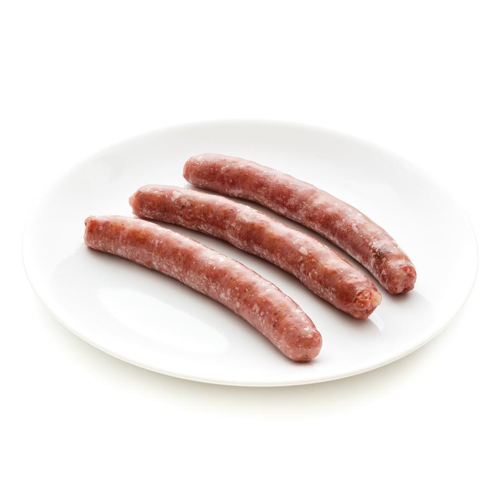 Imagen en la que se ve un plato con tres salchichas ya cocinadas