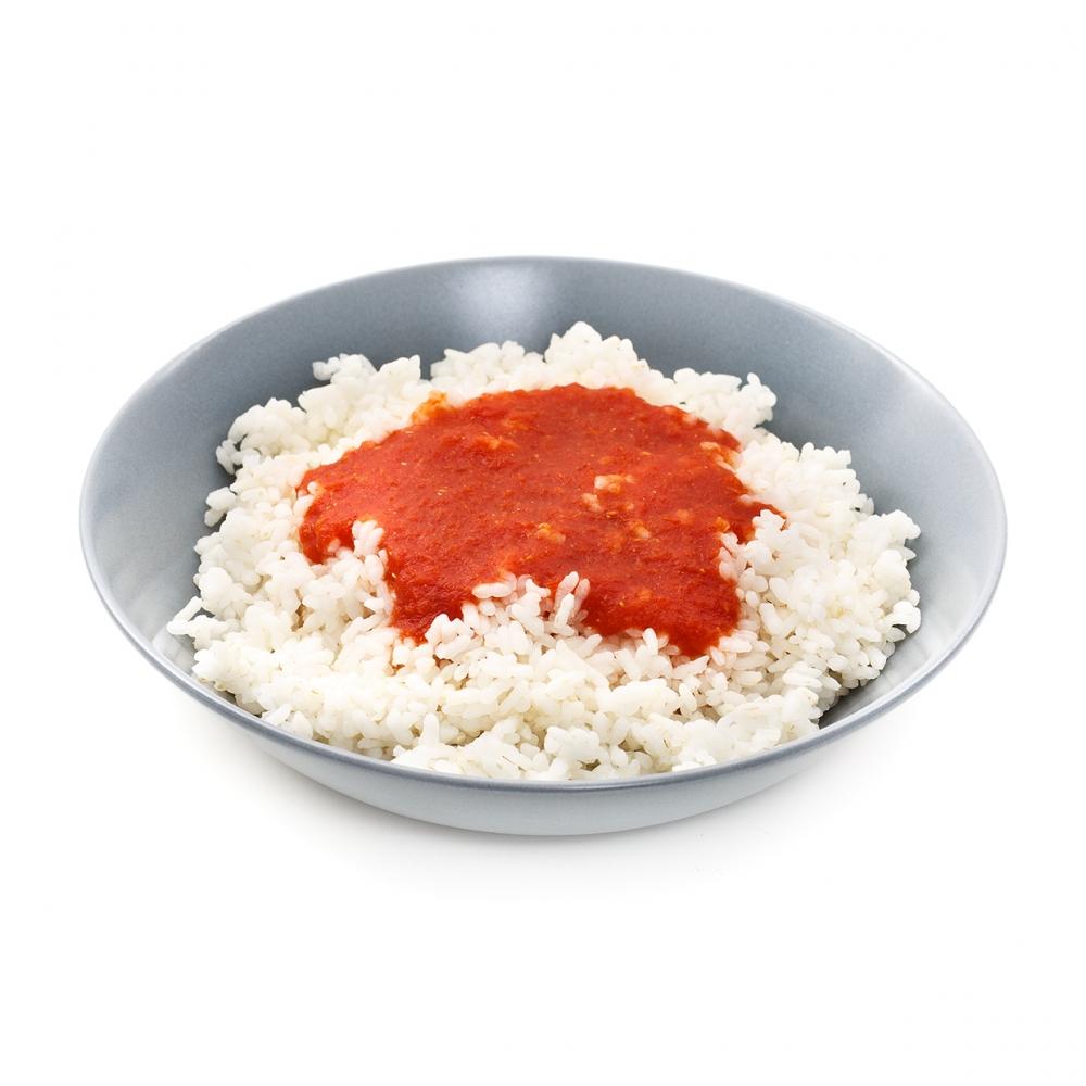 Imagen en la que se ve un plato de arroz con tomate