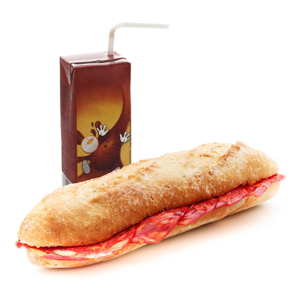 Imagen en la que se ve el concepto de merienda o almuerzo