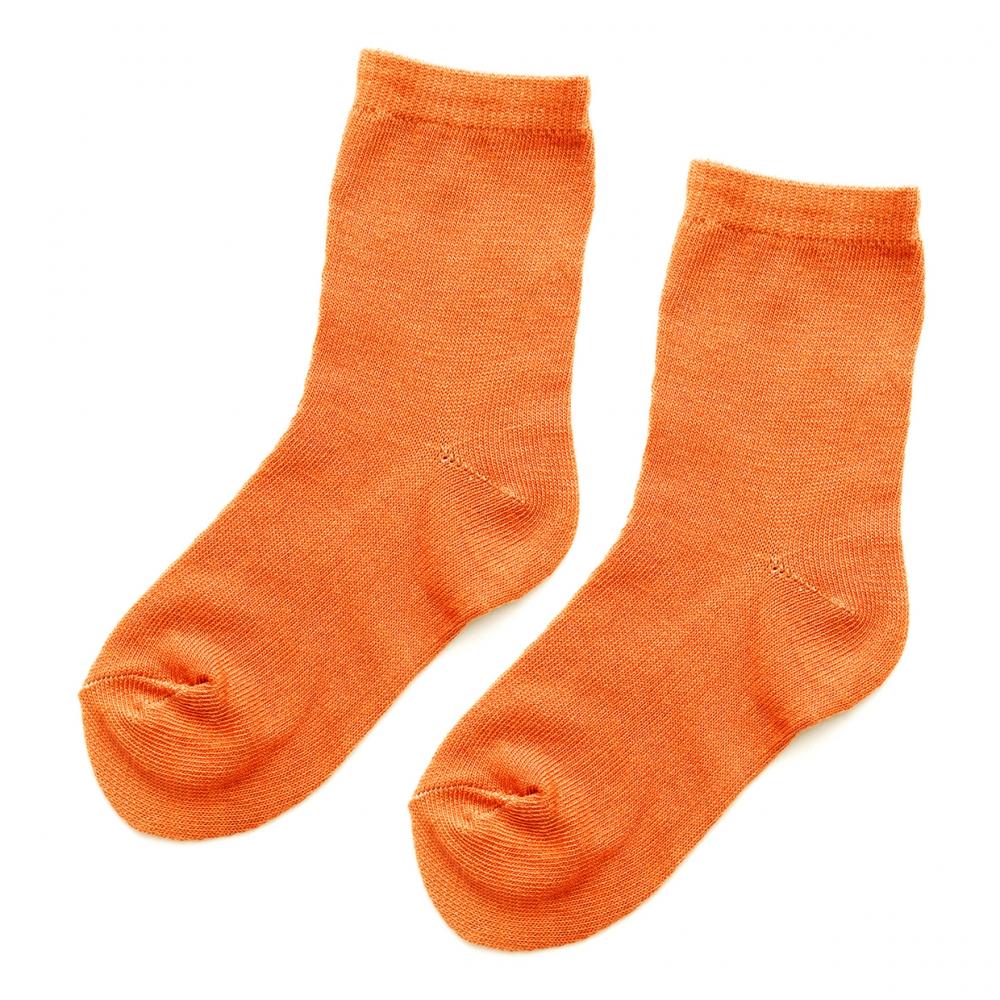 Imagen en la que se ve un par de calcetines, uno al lado del otro