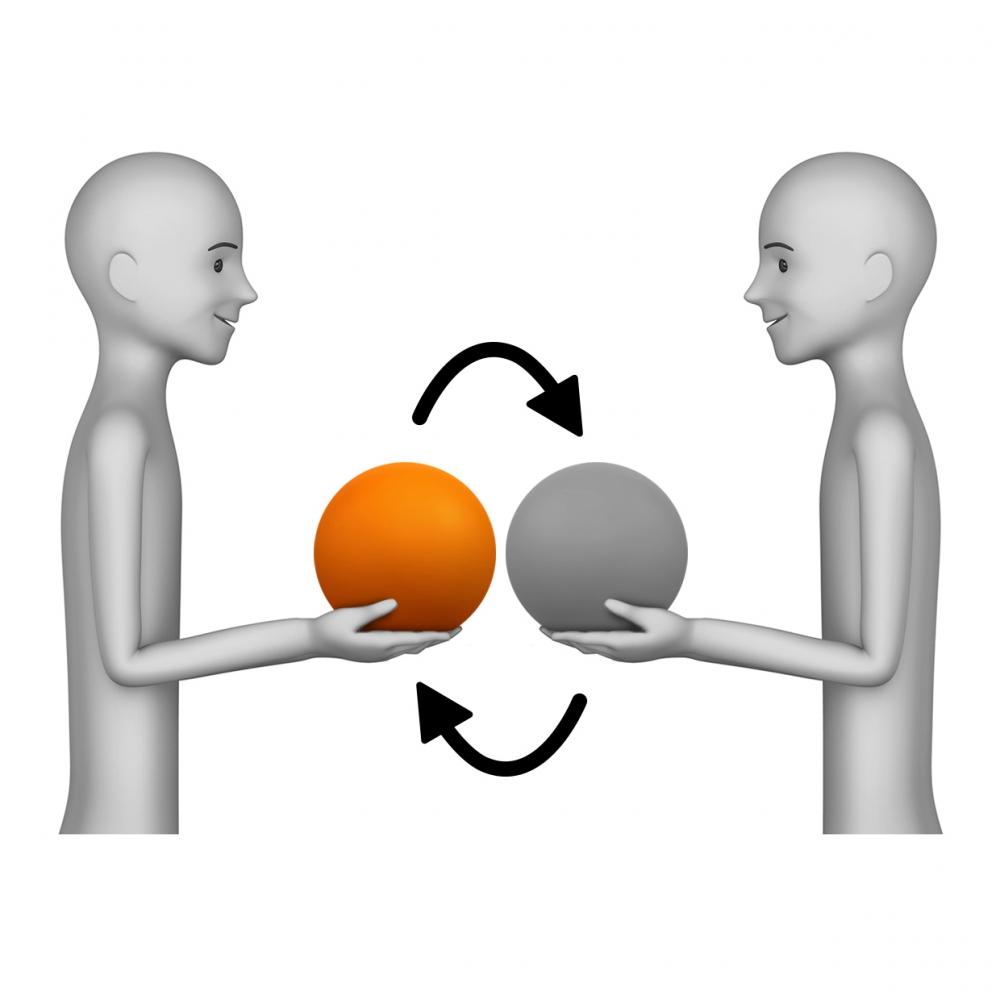 Imagen en la que dos personas se están cambiando un objeto