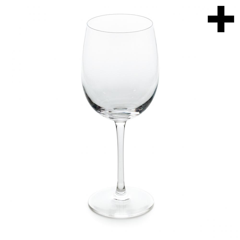 Imagen en la que se ve una copa de cristal vacía