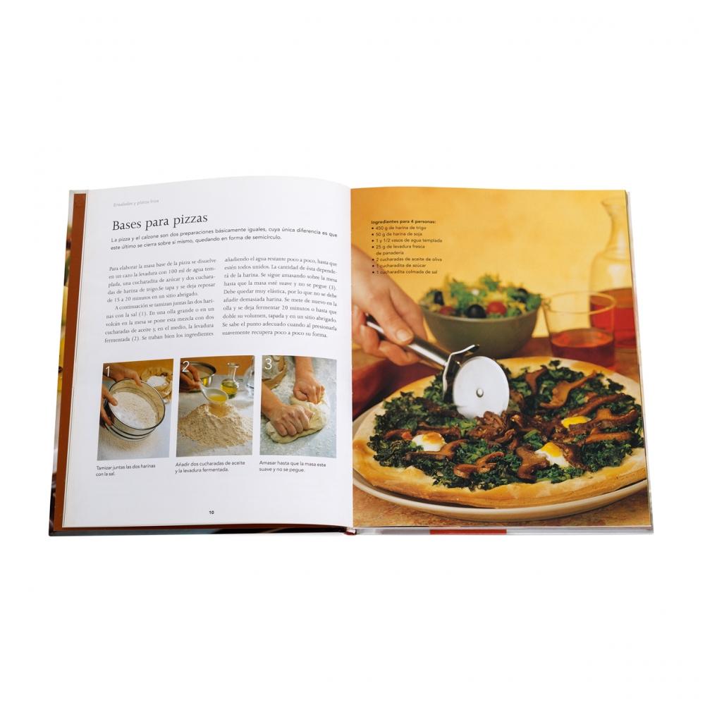 Imagen en la que se ve un libro de recetas