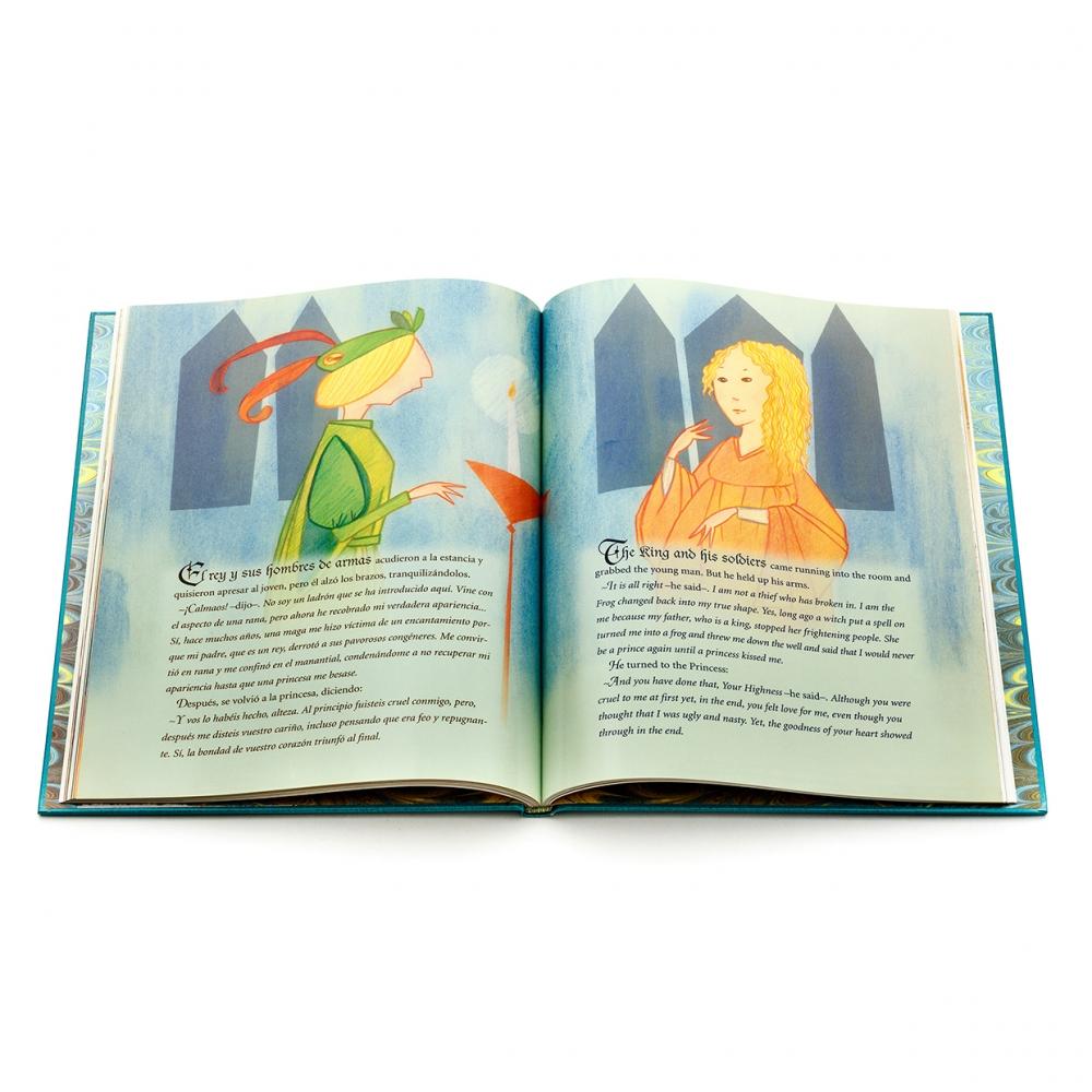 Imagen en la que se ve un cuento abierto por dos de sus páginas con ilustraciones en la parte superior de ambas