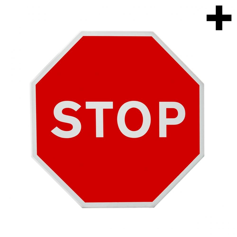 Imagen en la que se ve el plural del concepto señal de stop