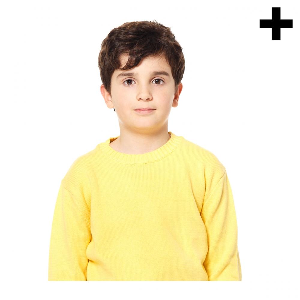 Imagen en la que se ve un niño en medio cuerpo