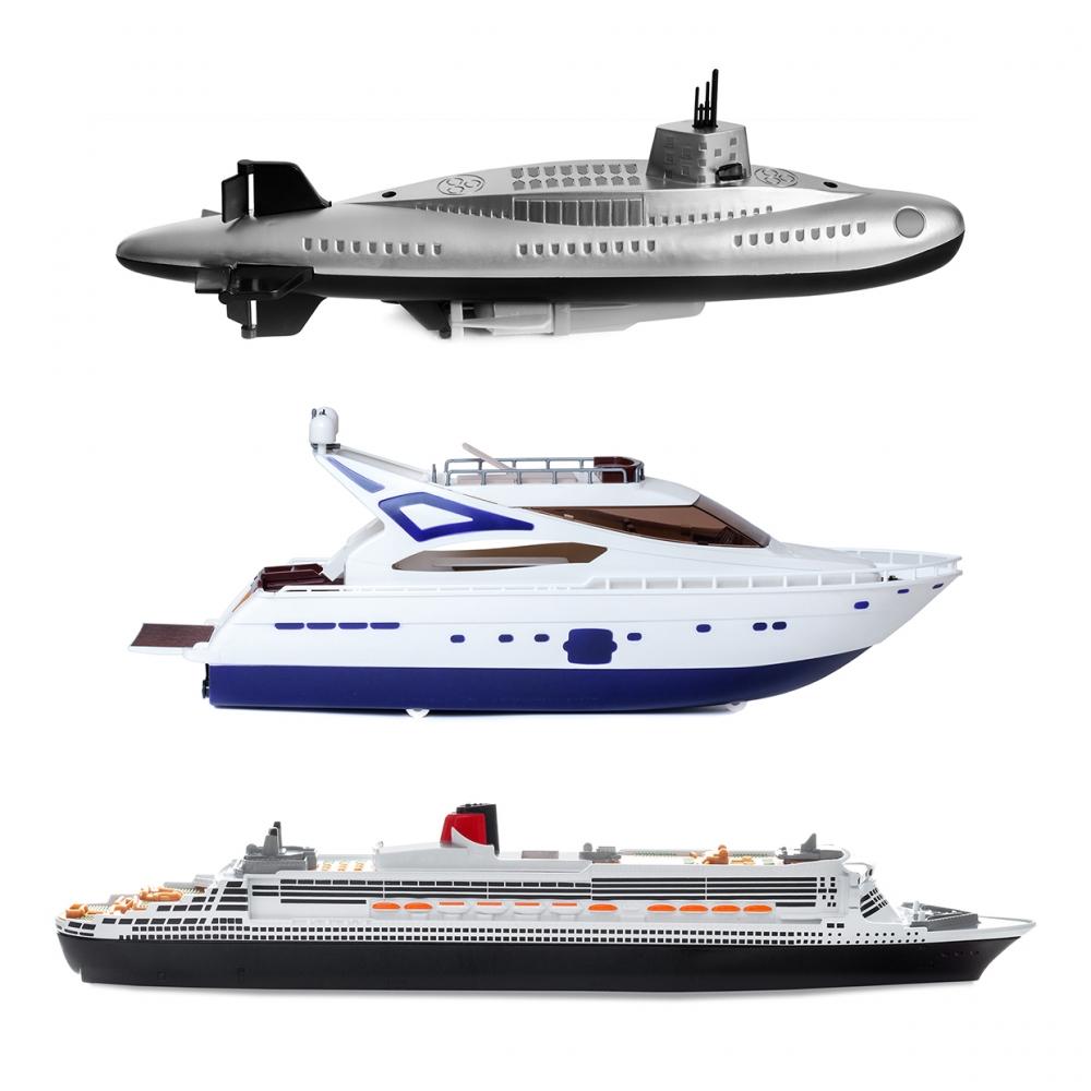Imagen en la que se ven tres medios de transporte acuáticos: un submarino, un yate y un barco