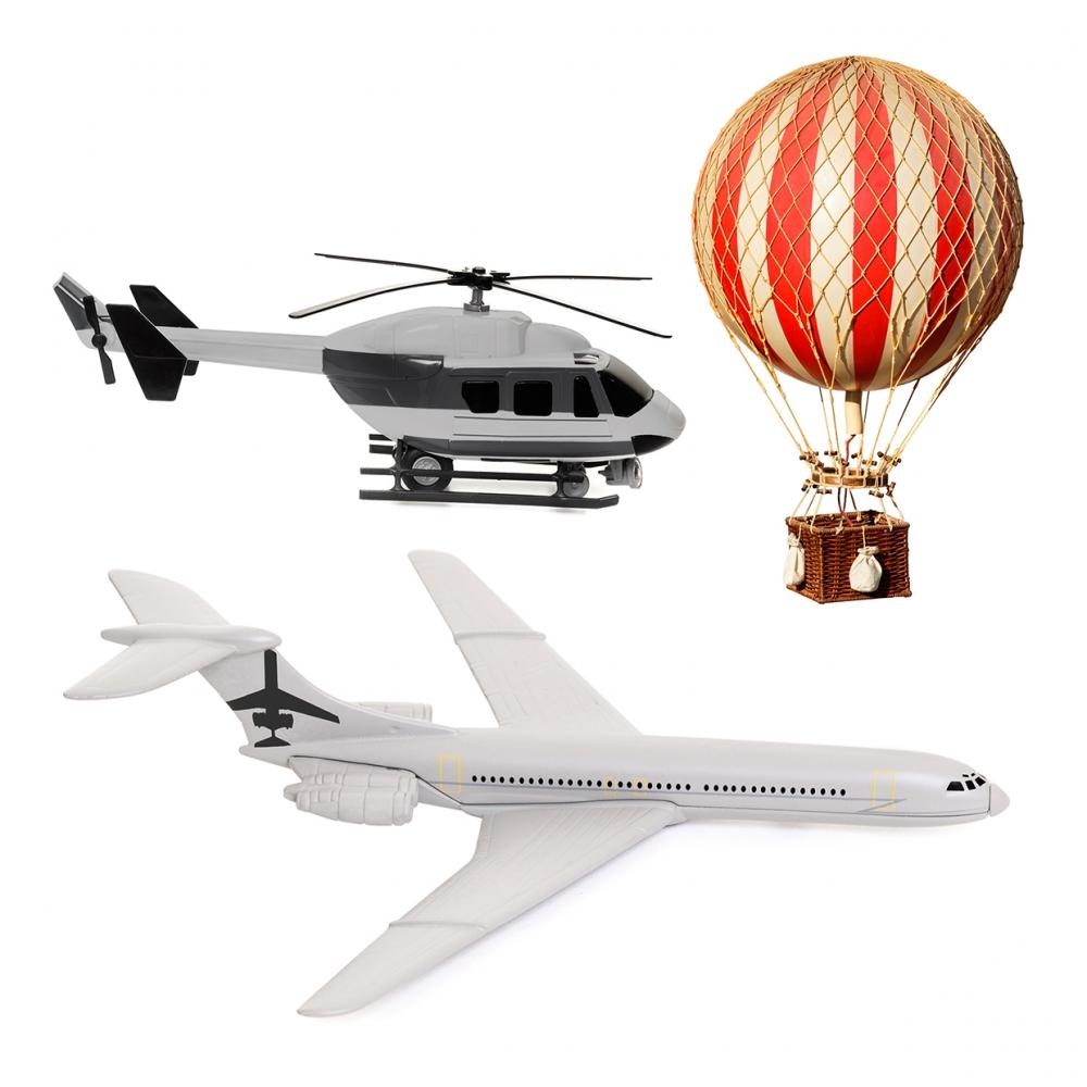 Imagen en la que se ven tres transportes aéreos: un helicóptero, un avión y un globo