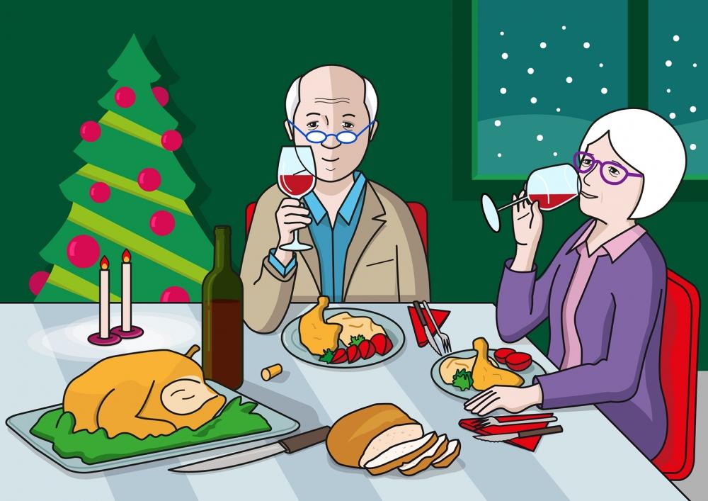En la escena, se observa a dos personas mayores cenando en el día de fin de año. Las dos personas están con la copa de vino bebiendo. Se observan también alimentos, bebidas y utensilios relacionados con la cena. La habitación está decorada con un árbol de Navidad. A través de la ventana, observamos que está nevando.