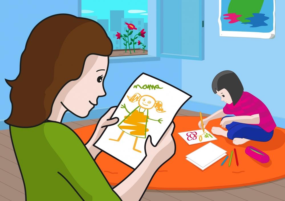 En la escena, se observa a una madre que está mirando el dibujo que ha realizado su hija.