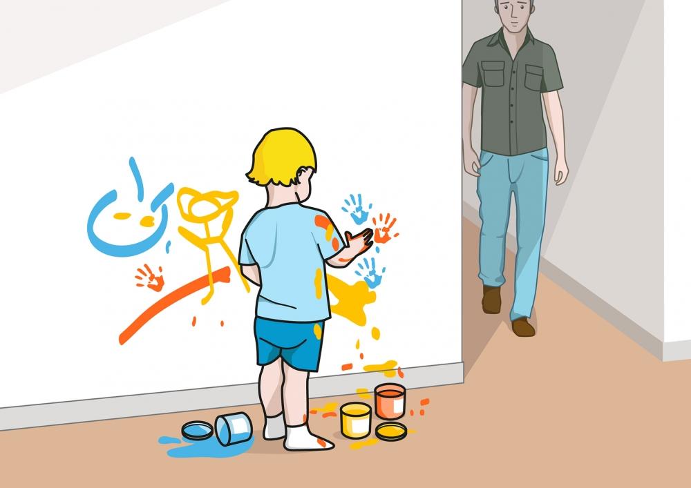 El bebé pinta la pared con pintura de dedos