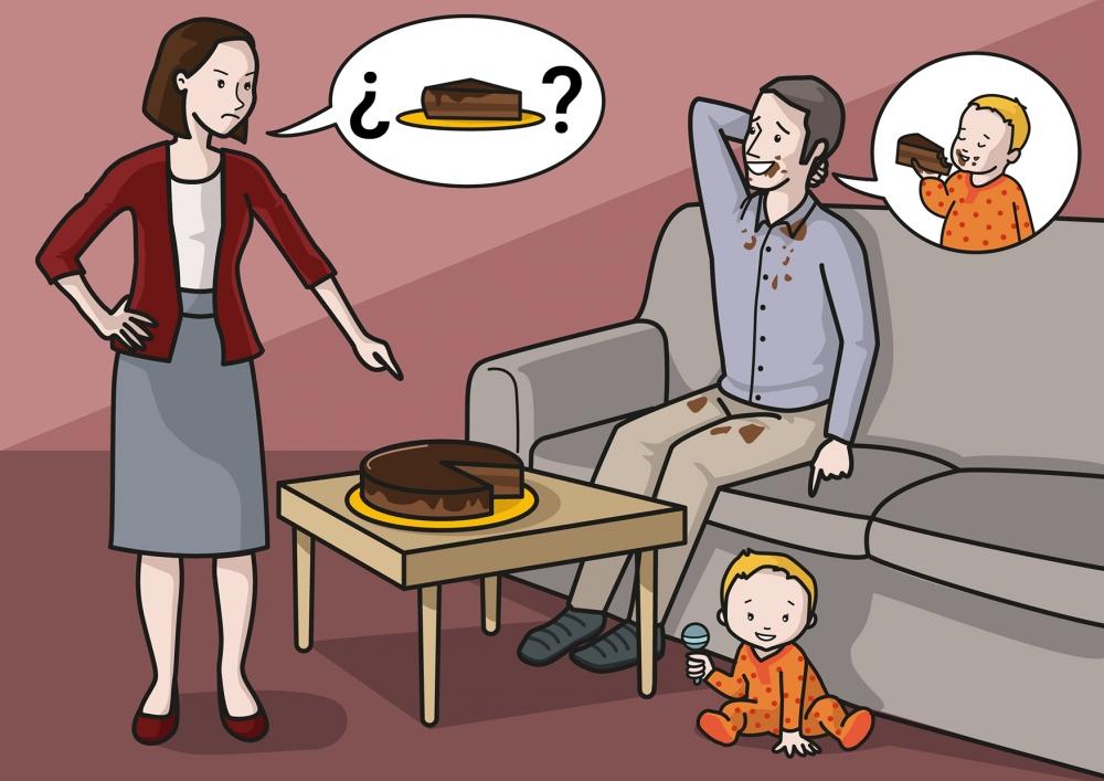 El papá ha comido un trozo de tarta, pero acusa al bebé de haberlo hecho