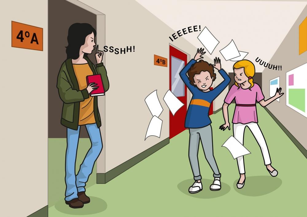 Los niños gritan en el pasillo del colegio