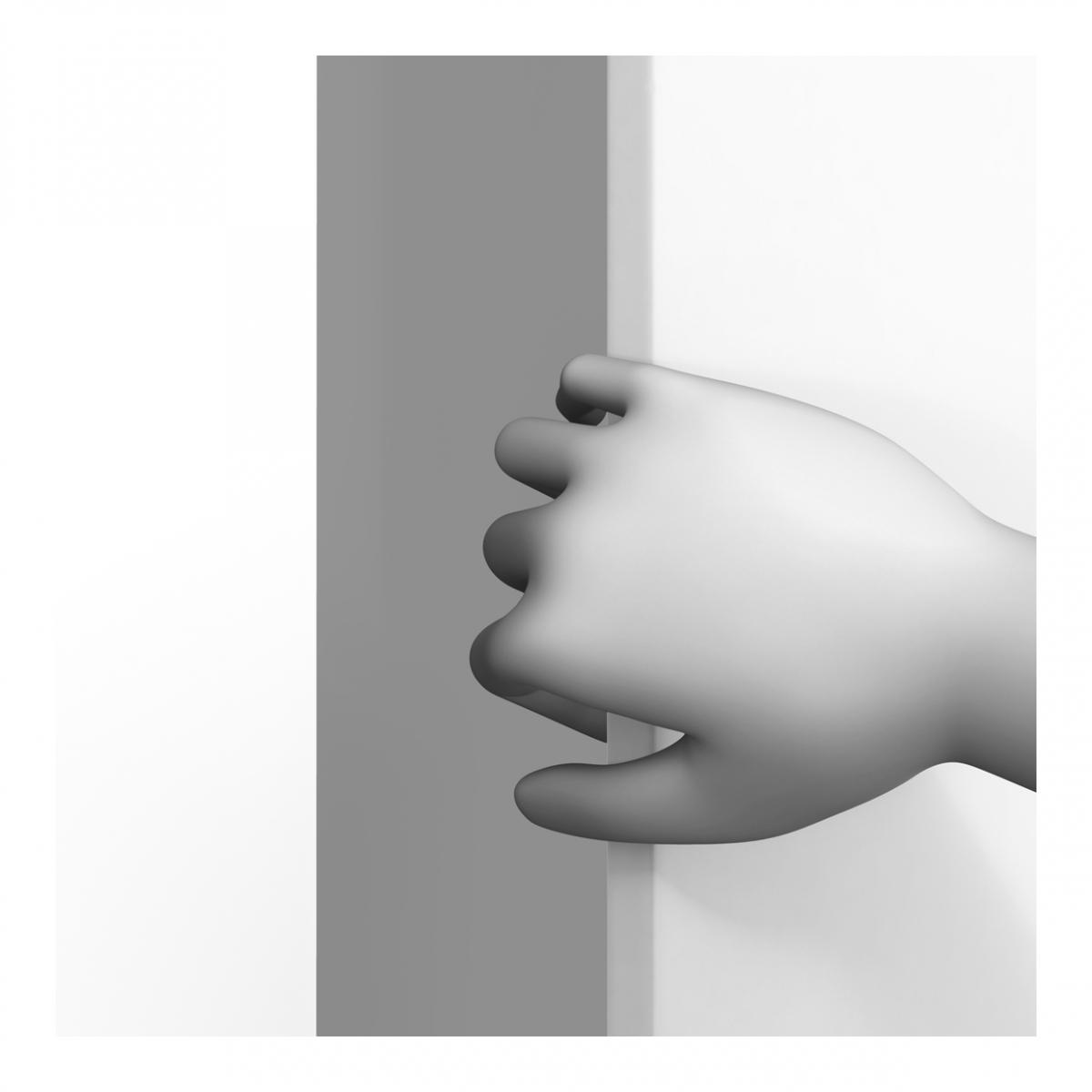 Imagen en la que se ve una mano abriendo un elemento en vertical
