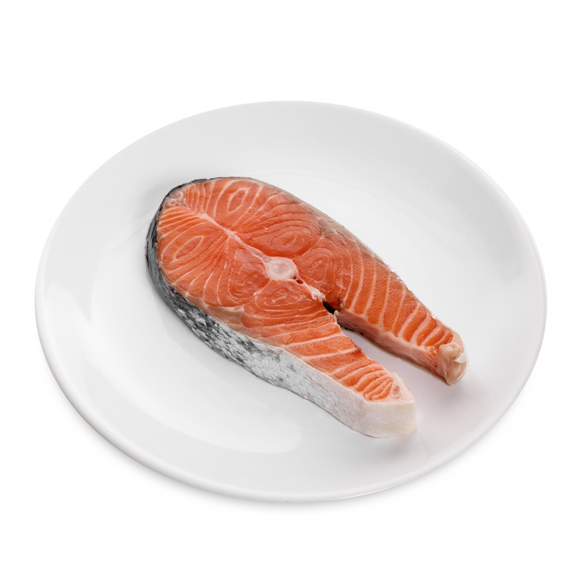 Imagen en la que se ve un plato con una rodaja de salmón