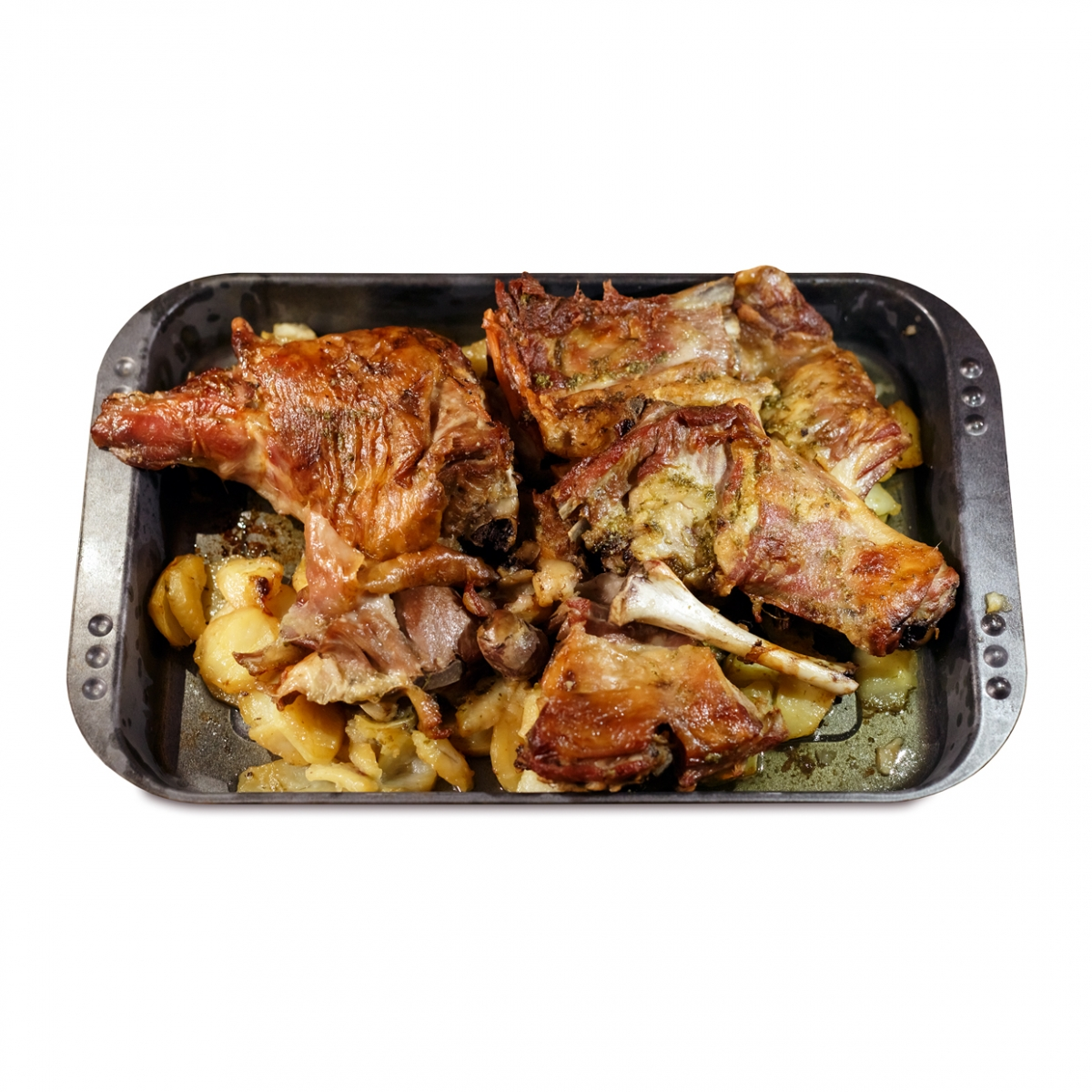 Imagen en la que se ve carne con patatas en bandeja de horno