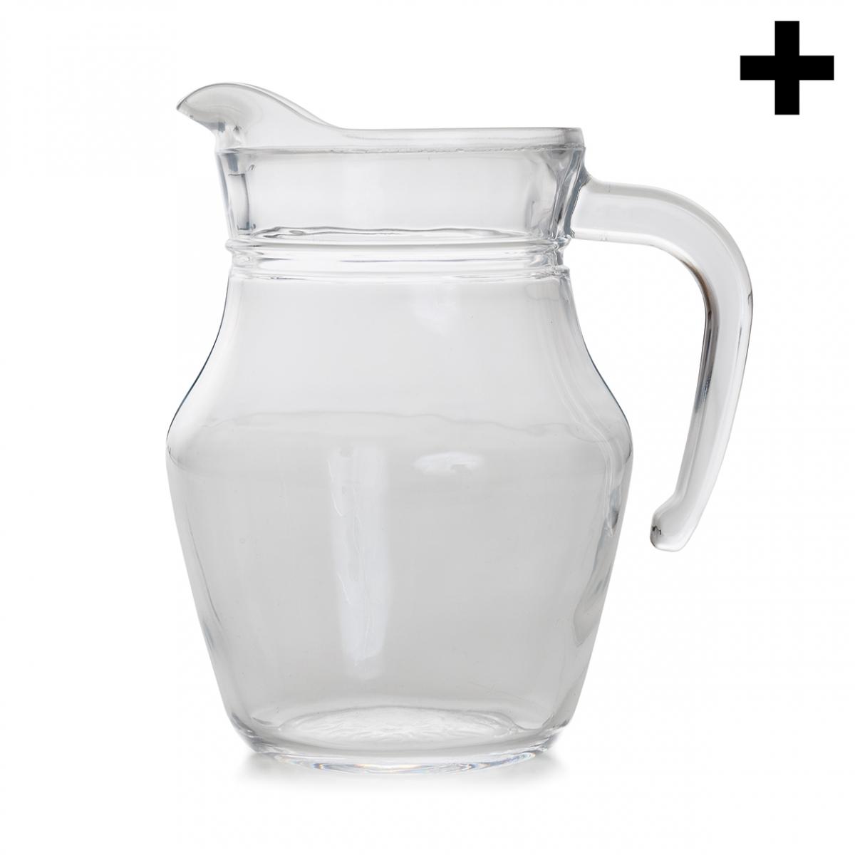 Imagen en la que se ve una jarra de cristal vacía