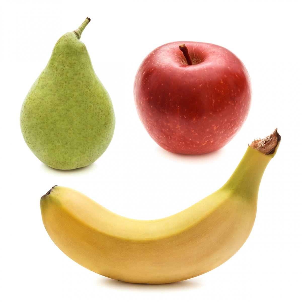 Imagen en la que se ven tres frutas: una pera, una manzana y un plátano