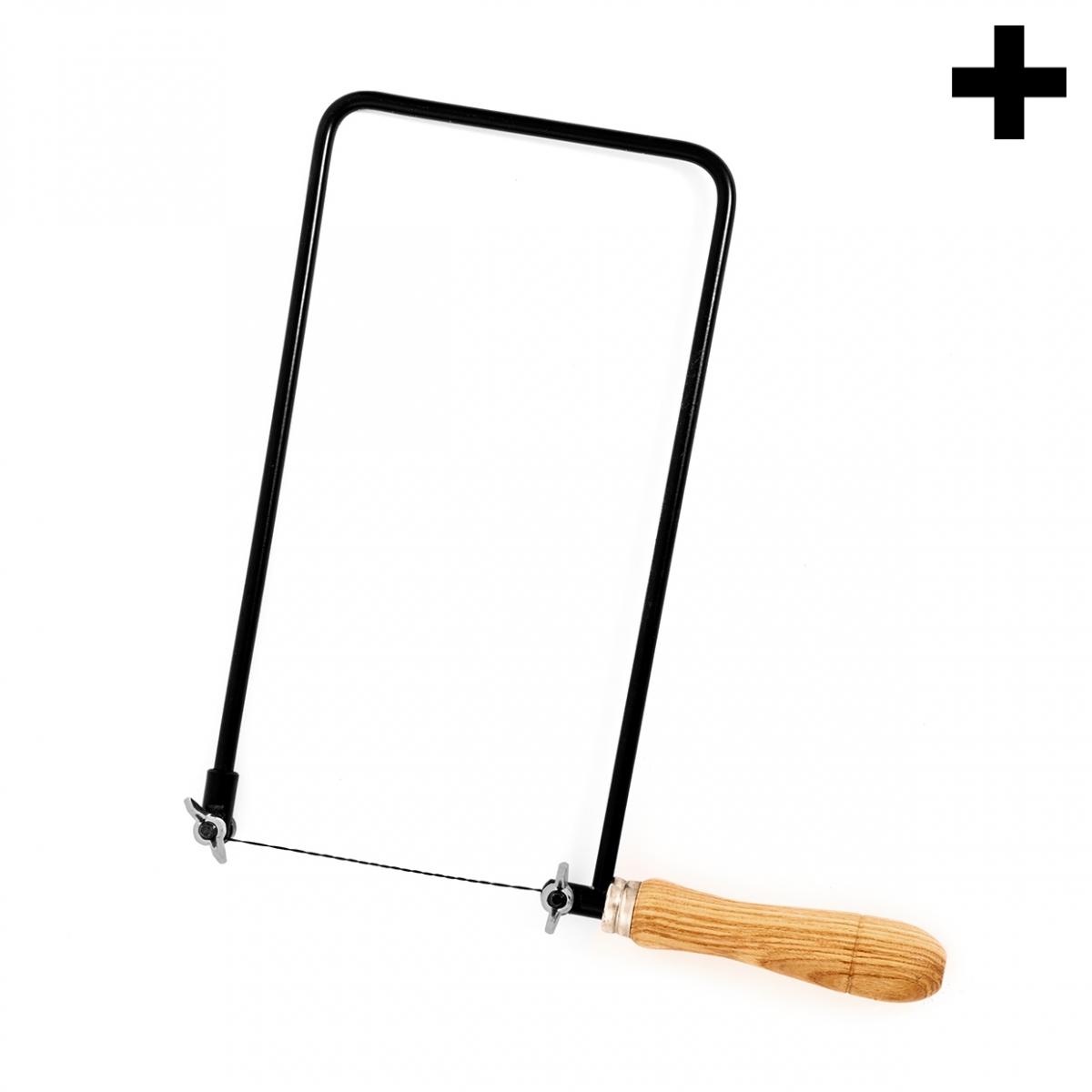 Imagen en la que se ve el plural del concepto sierra de marquetería