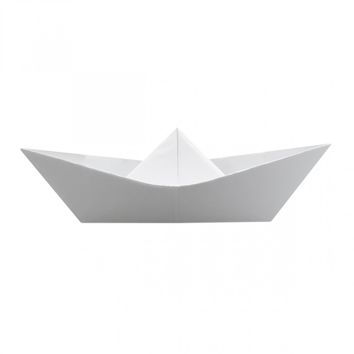 Imagen en la que se ve un barco de papel