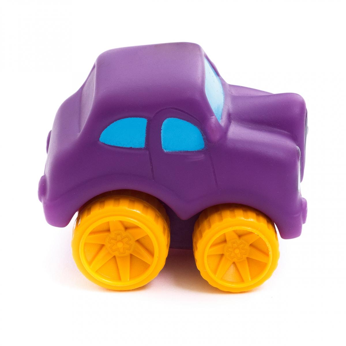 Imagen en la que se ve un coche de juguete infantil