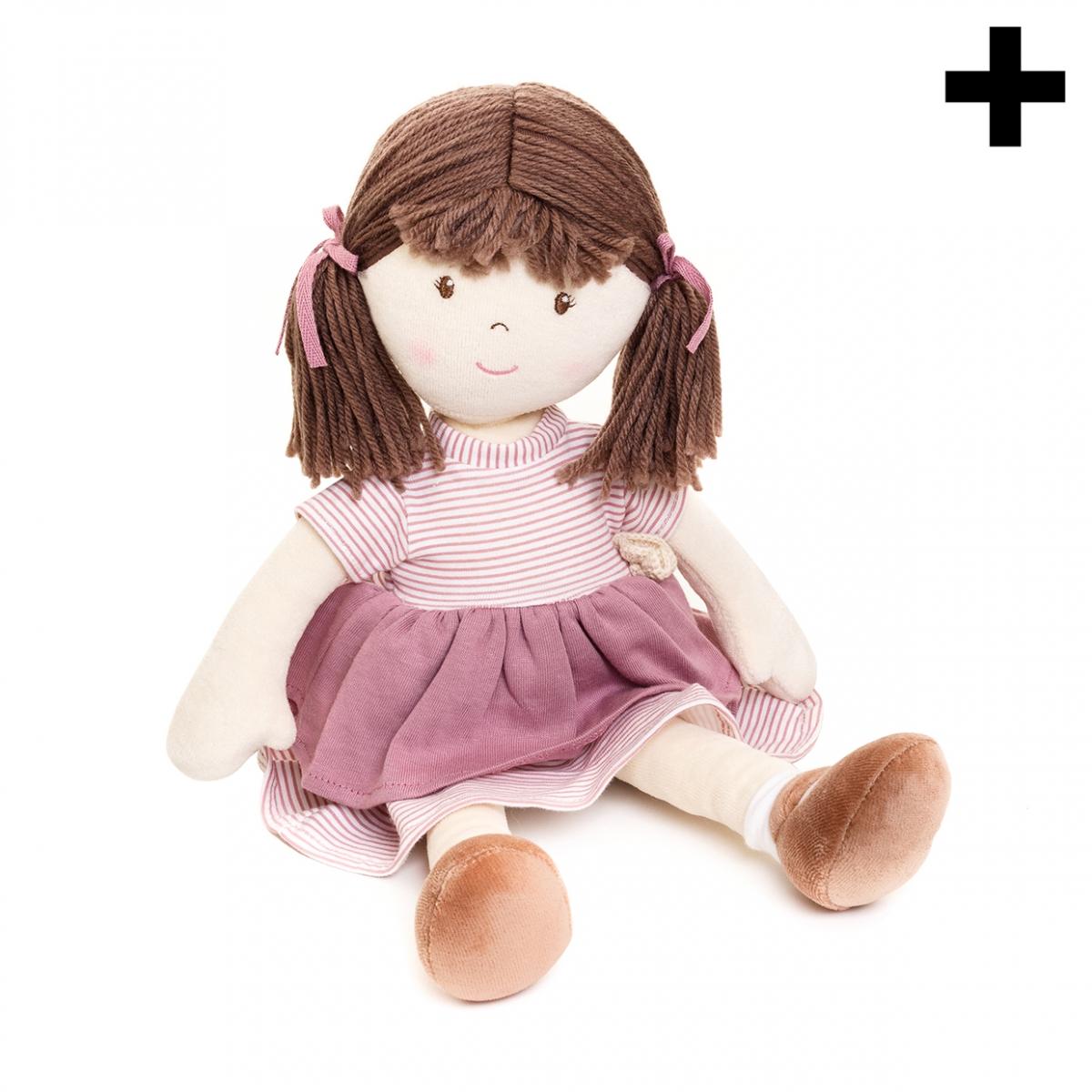 Imagen en la que se ve una muñeca de trapo