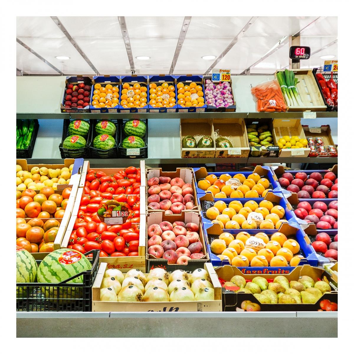 Imagen en la que se ve un puesto de frutería
