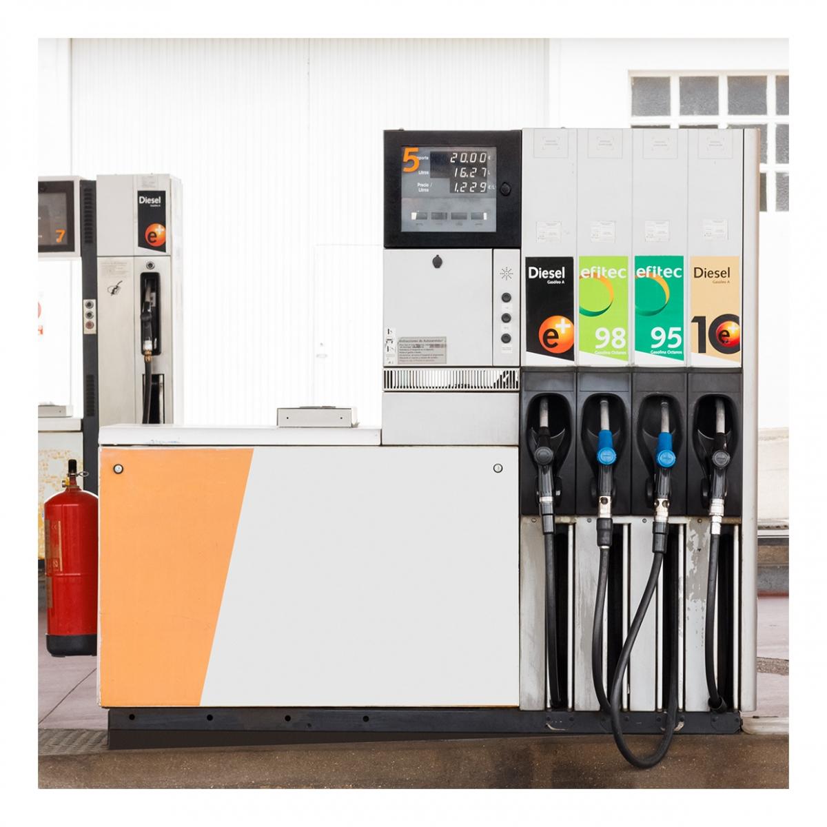 Imagen en la que se ve una gasolinera