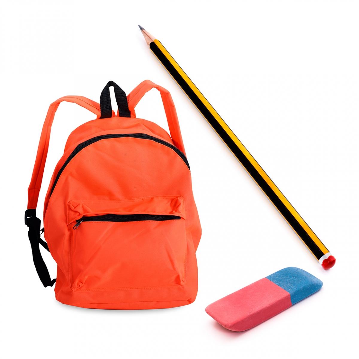 Imagen en la que se ve una mochila de colegio, un lápiz y una goma de borrar