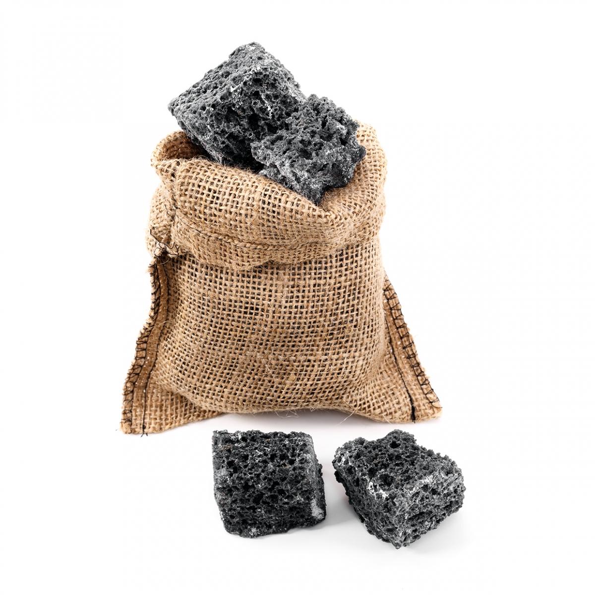 Imagen en la que se ve carbón de regalo