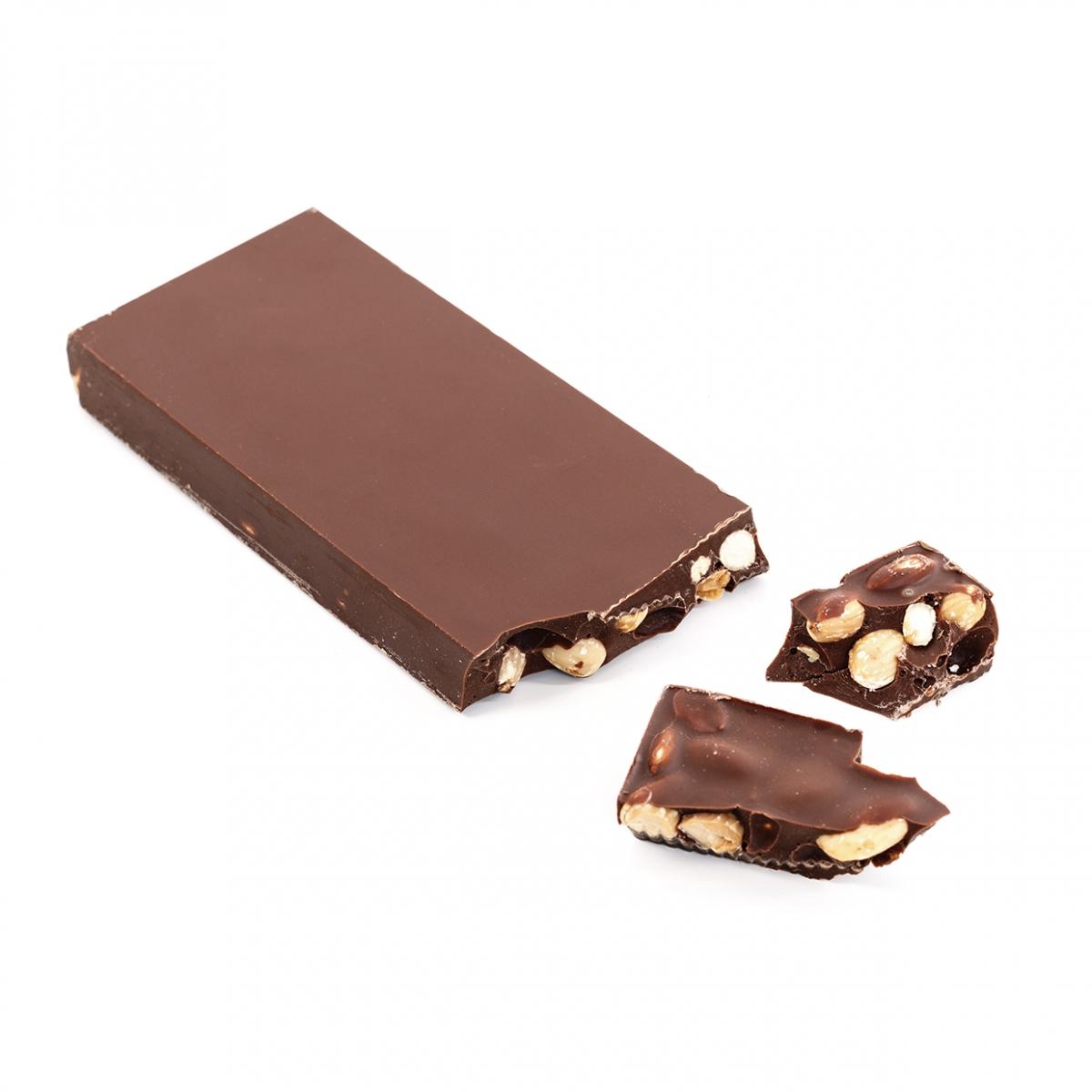Imagen en la que se ve una tableta de turrón de chocolate