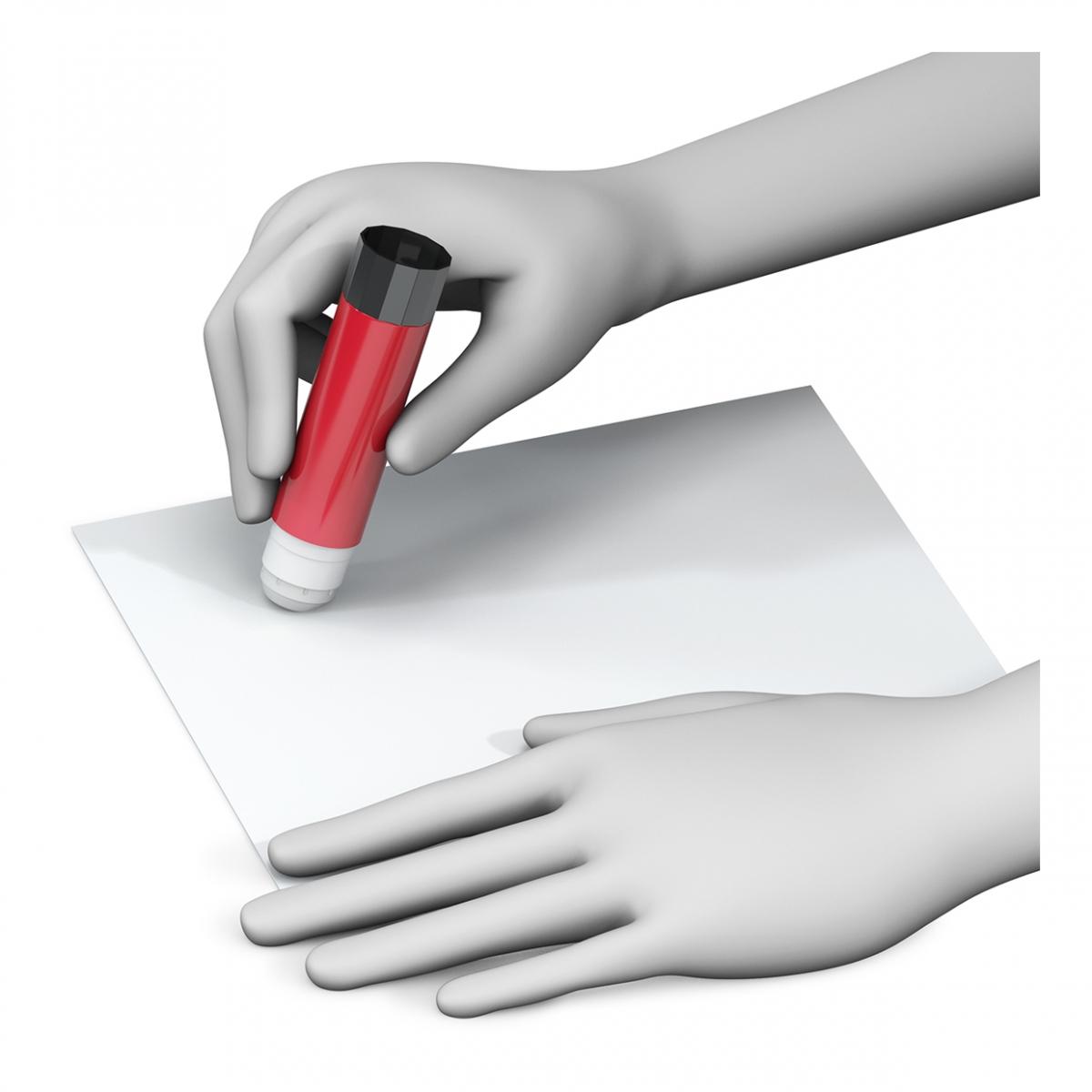 Imagen de una mano pegando con una barra de pegamento