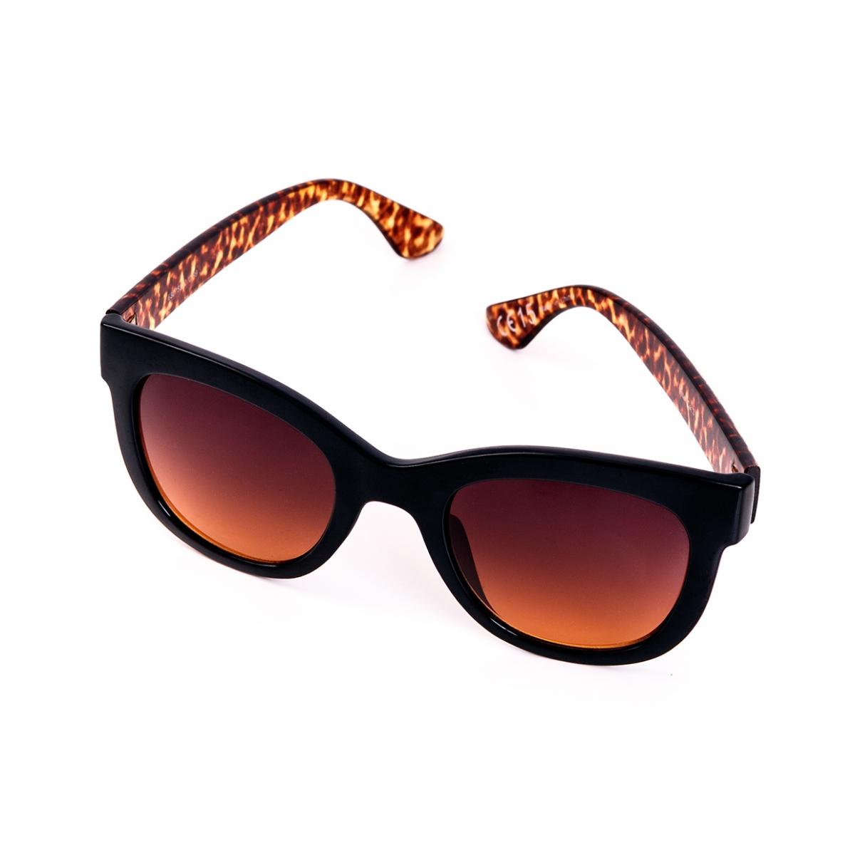 Imagen en la que se ven unas gafas de sol