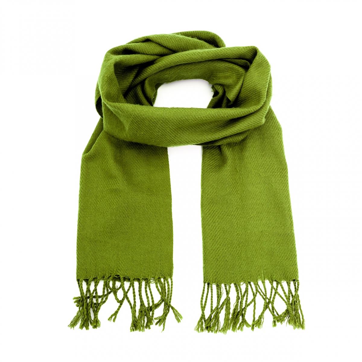 Imagen en la que se ve una bufanda de color verde