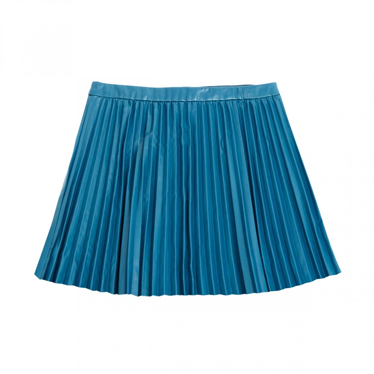 Imagen en la que se ve una minifalda