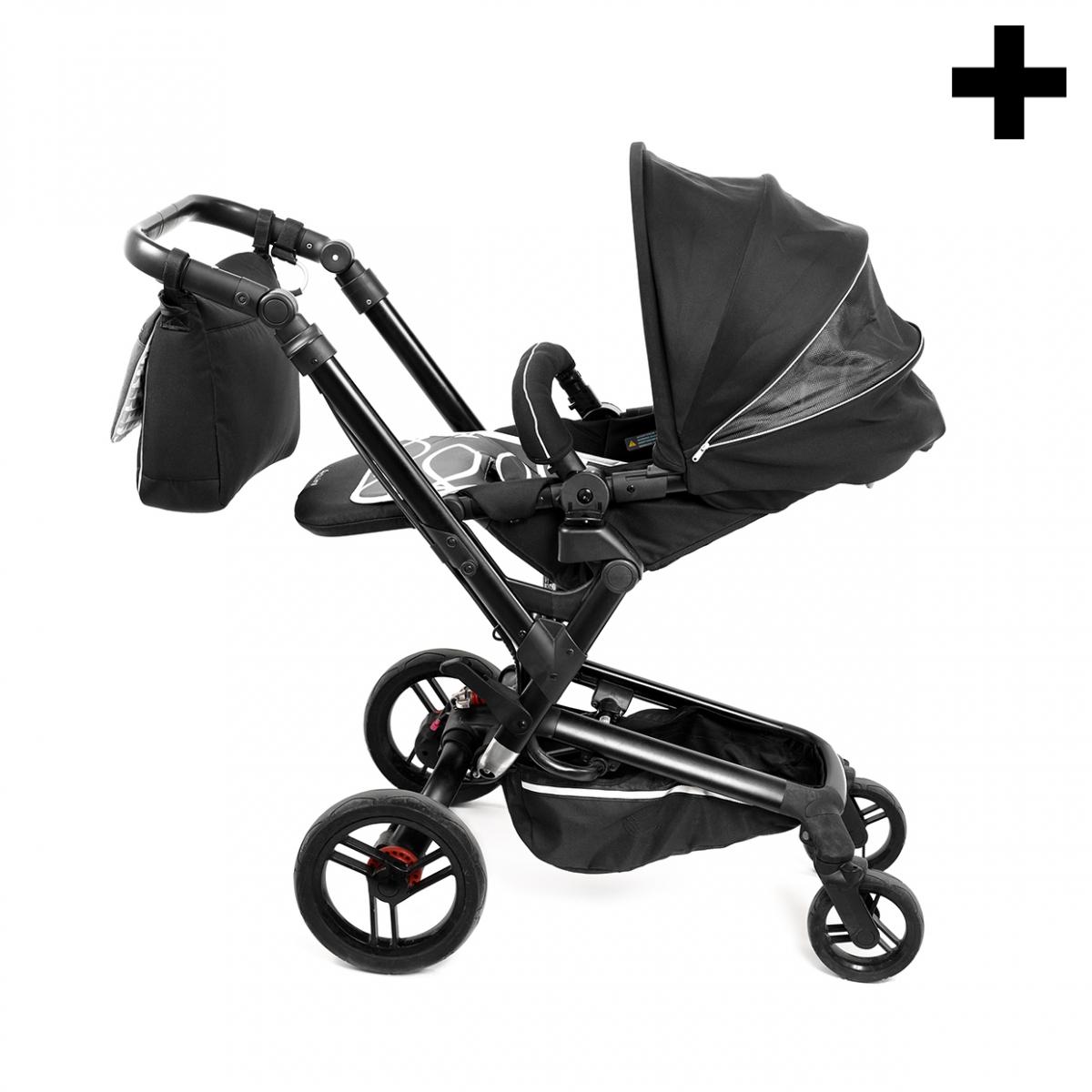 Imagen en la que se ve el plural del concepto carrito de bebé
