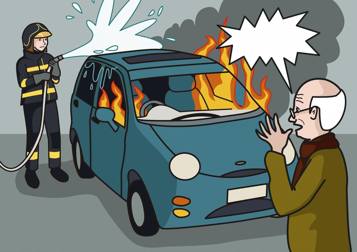 La bombera apaga el fuego