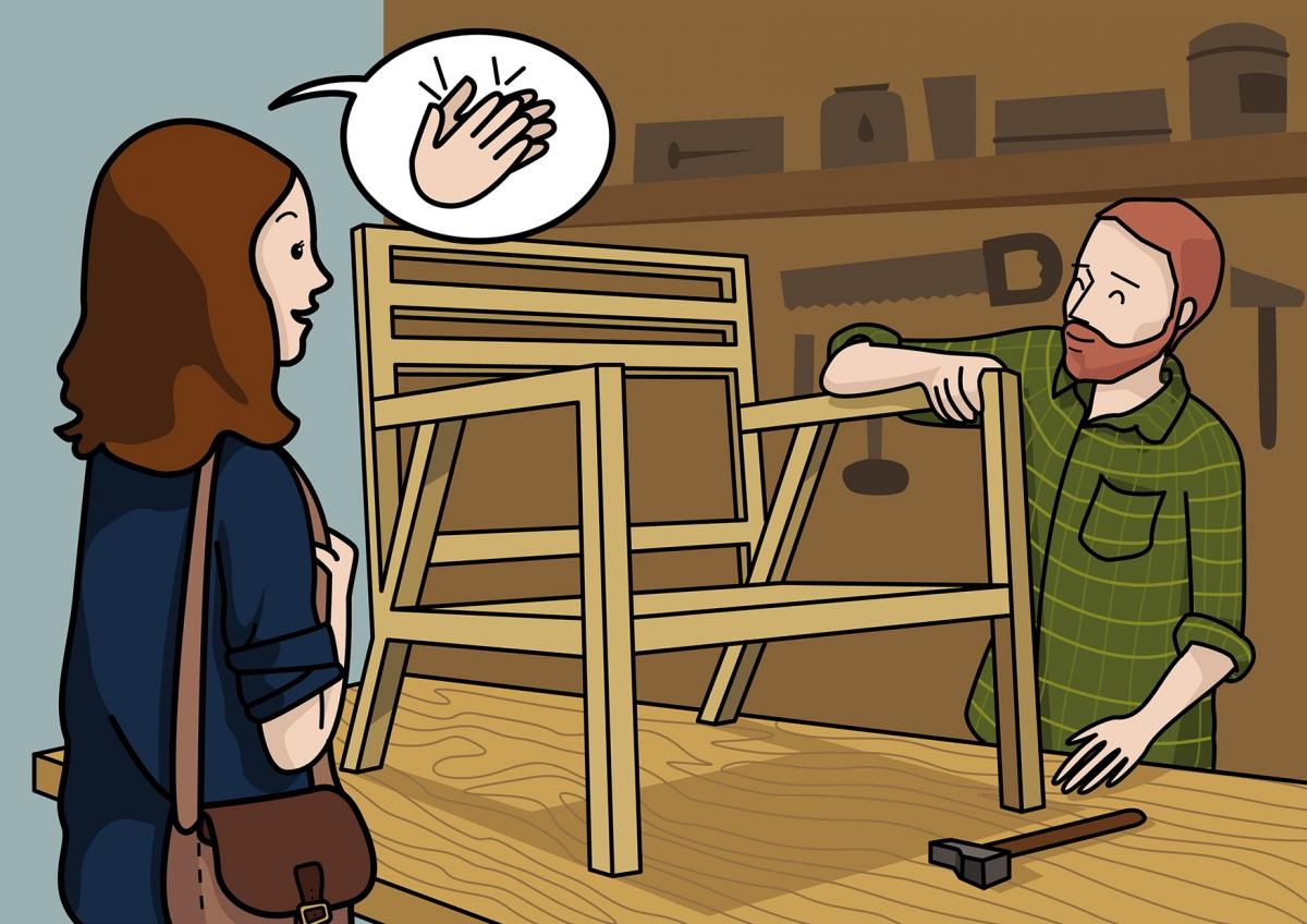 El carpintero fabrica una silla