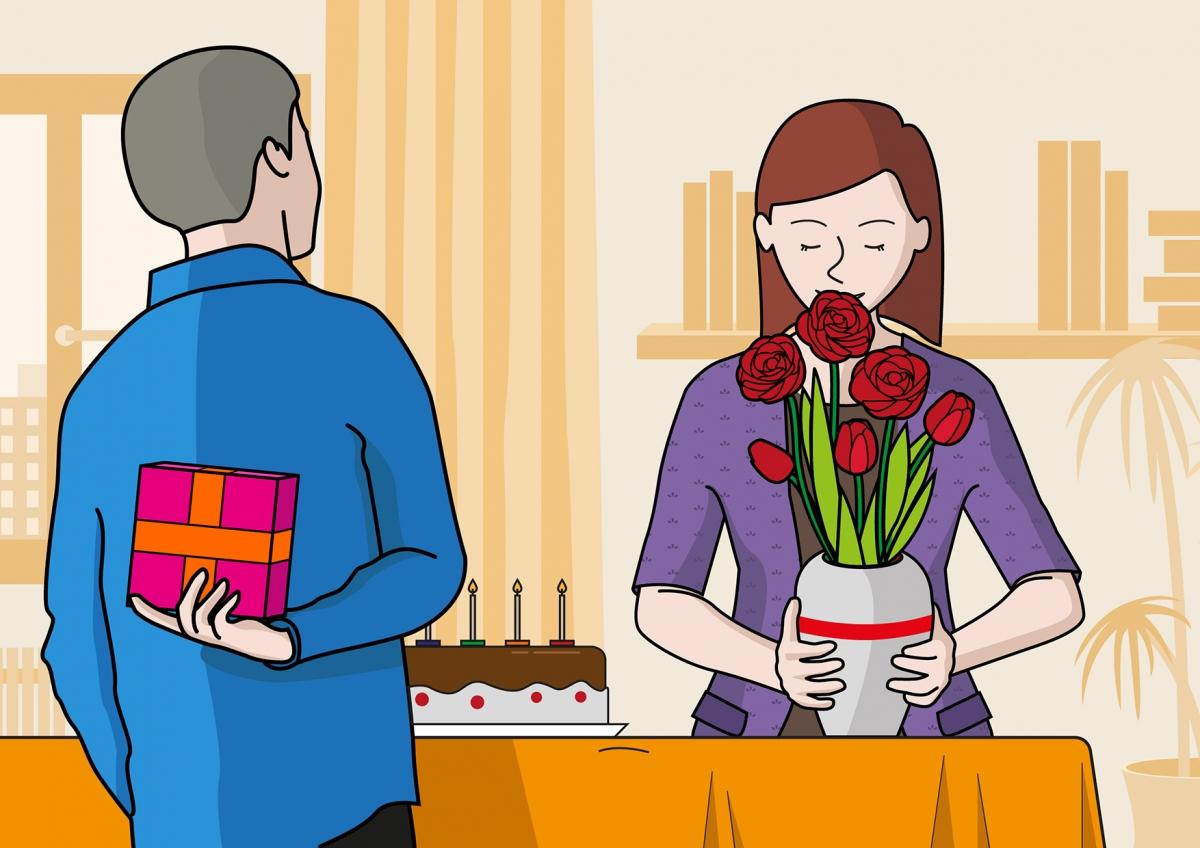 En la escena, se observa a la madre oliendo un ramo de flores que le han regalado para su cumpleaños. El padre, de espalda, está esperando para entregarle otro regalo. Sobre la mesa, podemos ver una tarta de cumpleaños.