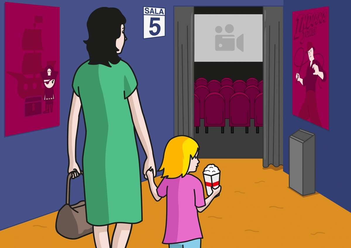 En la escena, se observa a una niña cogida de la mano de su madre dirigiéndose hacia una sala de cine.