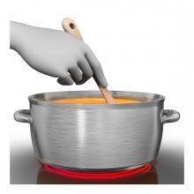 Imagen en la que se ve una mano dándole vueltas a una cuchara dentro de una olla cocinando