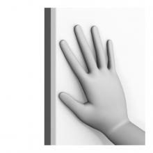 Imagen en la que se ve una mano cerrando un elemento en vertical
