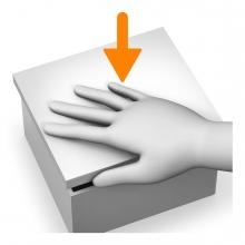 Imagen en la que se ve una mano cerrando un elemento en horizontal