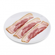 Imagen en la que se ve un plato con lonchas de beicon