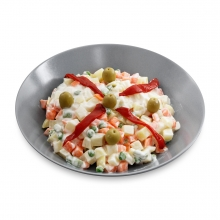 Imagen en la que se ve un plato con ensaladilla rusa