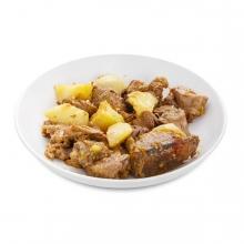 Imagen en la que se ve un plato de estofado