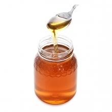 Imagen en la que se ve un bote de miel